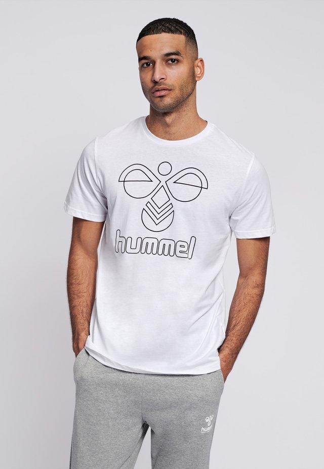 HMLPETER  - Camiseta estampada - white