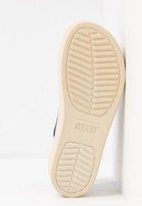 Crocs - BROOKLYN - Sandały na koturnie - navy/stucco - 6