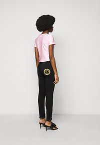 Versace Jeans Couture - LADY - Print T-shirt - pink confetti - 2