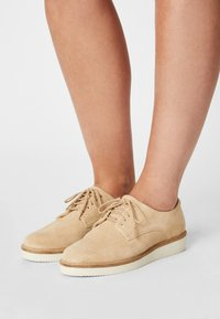 Clarks - BAILLE STITCH - Lace-ups - taupe - 0