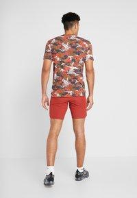 Nike Performance - FLEX REP SHORT - Sports shorts - dune red - 2
