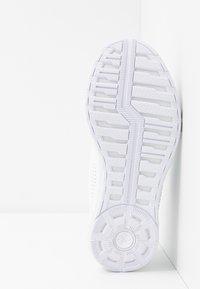 Under Armour - HOVR CTW - Neutrální běžecké boty - white/halo gray - 4