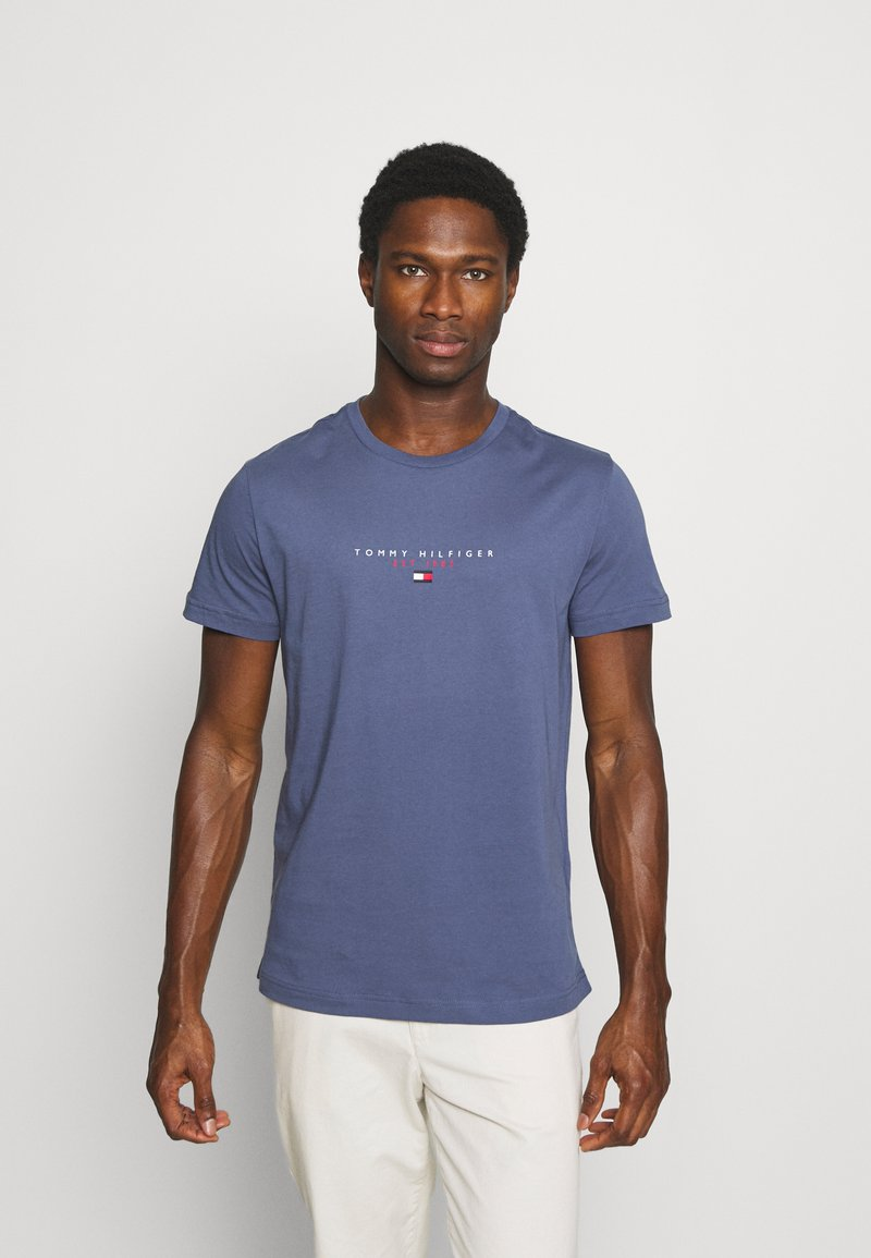 Tommy Hilfiger - ESSENTIAL - T-shirt z nadrukiem - faded indigo