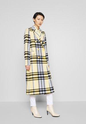 DUSTER DASHING - Classic coat - banana