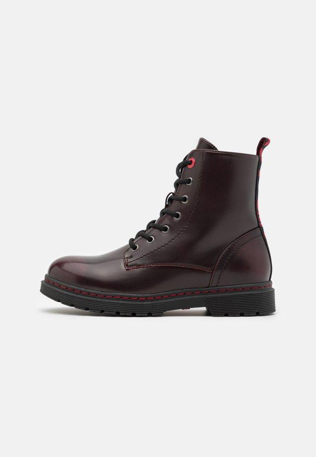 CLOVER UNISEX - Šněrovací kotníkové boty - burgundy/red