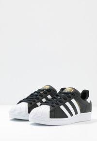 adidas Originals - SUPERSTAR  - Sneakers laag - core black/footwear white - 4