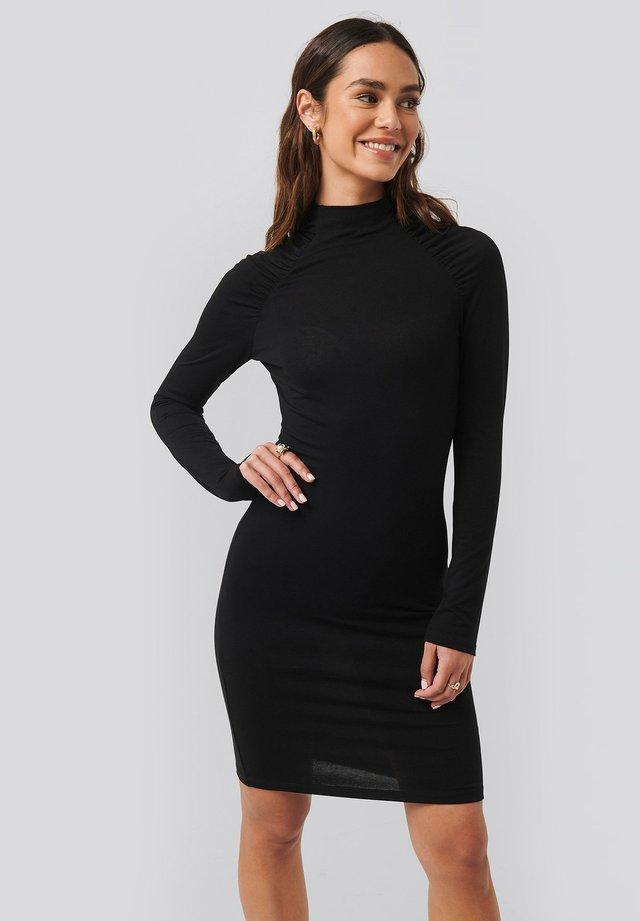 RUCHED RAGLAN - Etui-jurk - black