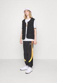 adidas Originals - GRAPHIC UNISEX - Print T-shirt - white/multicolor - 1