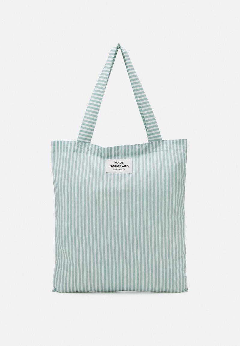 Mads Nørgaard - SACKY ATOMA - Bolso shopping - white alyssum/aqua