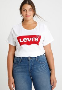 Levi's® Plus - PERFECT TEE  - T-shirt z nadrukiem - plus batwing white - 0
