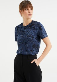 WE Fashion - MET BLOEMENDESSIN - Print T-shirt - blue - 0