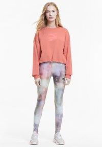 Puma - EVIDE CREW - Sweatshirt - salmon rose - 1