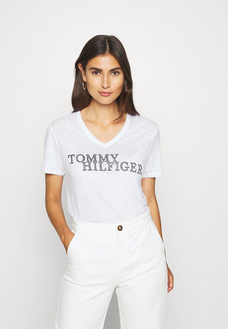 Tommy Hilfiger - CHRISTA REGULAR - T-shirts med print - white