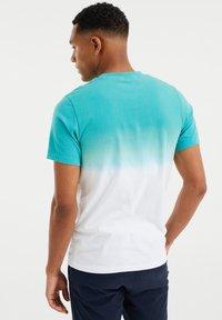 WE Fashion - GESTREEPT  - Print T-shirt - mint green - 2