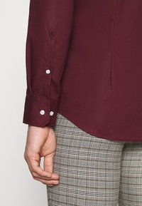 Seidensticker - MODERN KENT X SLIM - Formal shirt - bordeaux - 5