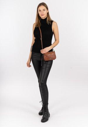 ERNA - Across body bag - cognac