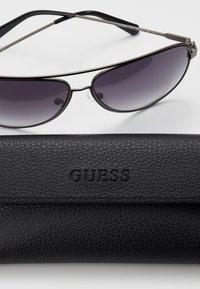 Guess - Solbriller - gunmetal - 2