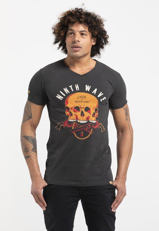 LIMITED TO 360 PIECES -MENZE KWINT - SKULL - T-shirt imprimé - charcoal black