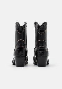 ONLY SHOES - ONLTOBIO CONTRAST BOOT  - Botki kowbojki i motocyklowe - black - 3