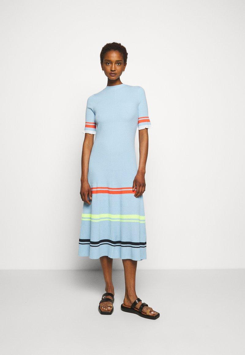 Victoria Victoria Beckham - STRIPE DETAIL SOFT SUMMER DRESS - Sukienka z dżerseju - pale blue