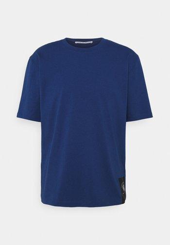 PRO - T-shirt basic - navy peony