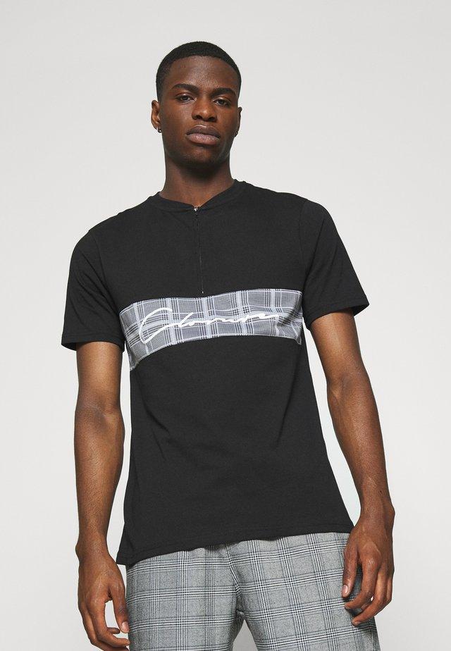 BAND ZIP CHECKED TEE - Print T-shirt - black