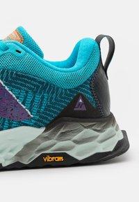 New Balance - HIERRO - Zapatillas de trail running - turquoise - 5