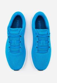 Under Armour - CHARGED PURSUIT 2 - Zapatillas de running neutras - electric blue - 3