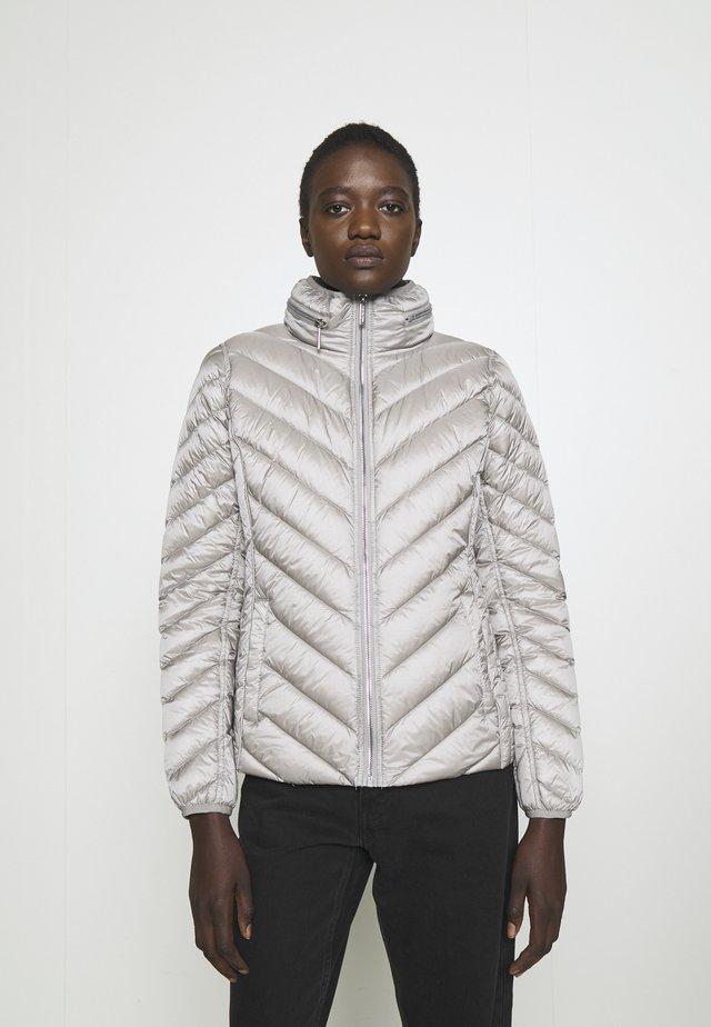 SHORT PACKABLE PUFFER - Down jacket - nickel
