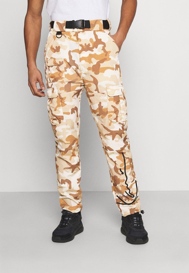 Karl Kani - SIGNATURE CAMO CRINCLE PANTS - Cargo trousers - beige/sand