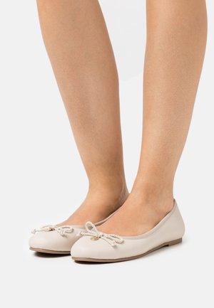 Ballet pumps - ecru
