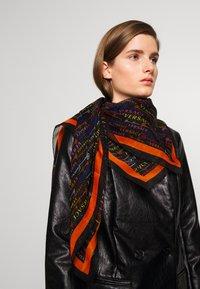 Versace - SCIALLE - Foulard - nero/multicolor - 0