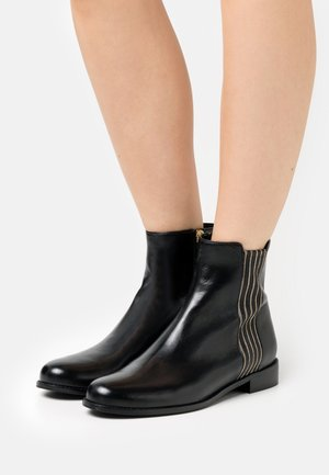 CHAIN PLAZA - Classic ankle boots - black
