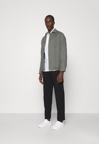 Filippa K - WILLIAM COTTON TROUSER - Trousers - black - 1