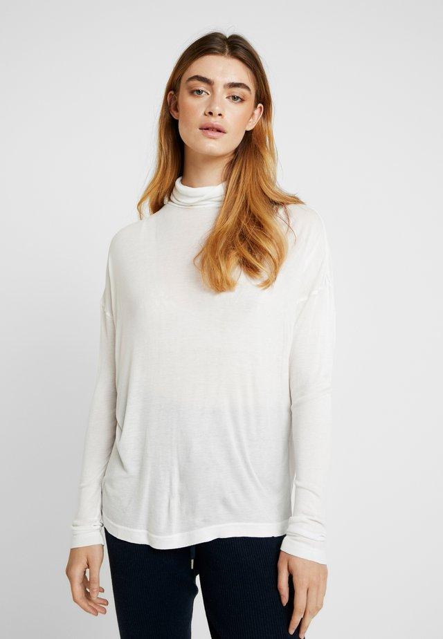 METTE ROLLNECK - Langærmede T-shirts - snow white