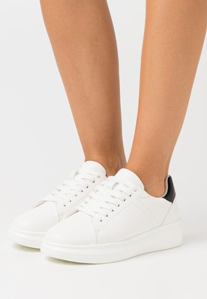 CONTRAST COUNTER TRAINERS - Trainers - white/black