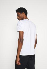 Marc O'Polo - SHORT SLEEVE PRINT - Print T-shirt - white - 2