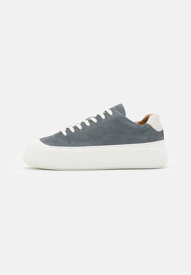 STAM - Baskets basses - light stone grey