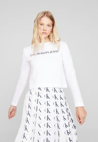 Calvin Klein Jeans - INSTITUTIONAL LOGO CROP - Long sleeved top - bright white - 0