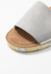 Clarks Originals - LUNAN SLIDE - Matalakantaiset pistokkaat - light blue - 2