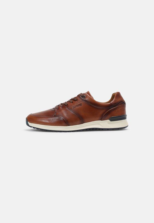 REVATO - Sneakersy niskie - brown