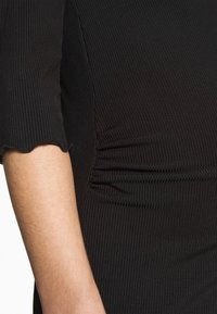 Dorothy Perkins Maternity - 3/4 SLEEVE LETTUCE EDGE MIDI BODYCON DRESS - Vestido ligero - black - 4