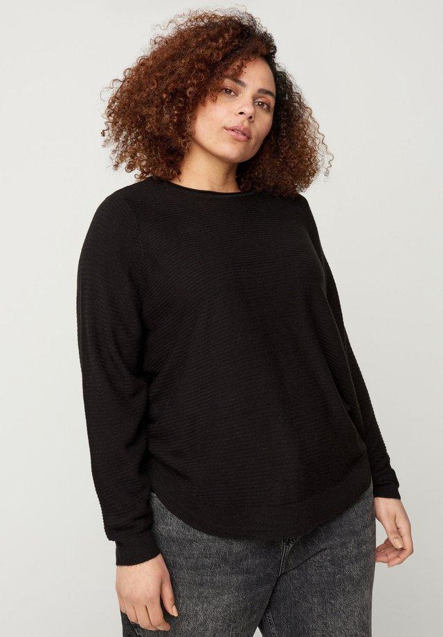 MIT RUNDHALSAUSSCHNITT - Sweter - black