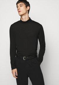 J.LINDEBERG - BAKER TURTLENECK - Långärmad tröja - black - 3