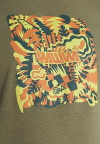 WAWWA - JUNGLE LOGO UNISEX - Print T-shirt - khaki green - 5