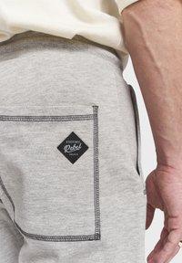 Redefined Rebel - DIEGO - Tracksuit bottoms - mid grey melange - 3