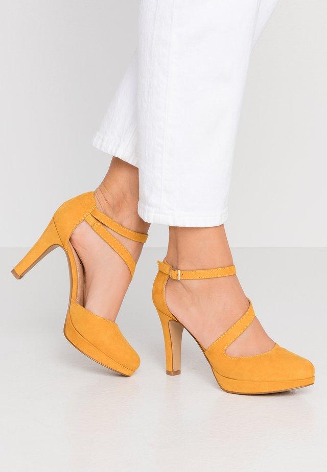 Szpilki - saffron
