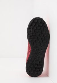Nike Performance - MERCURIAL VAPOR 13 CLUB TF - Astro turf trainers - laser crimson/black - 5