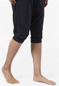 Reebok - COMBAT STRIKER PANTS - Shorts - black - 4