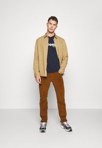 Lacoste - TH1868 - T-shirt med print - marine - 1
